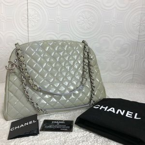 🌸OFFERS?🌸💯%Auth Chanel Quilt Laurel Green Purse